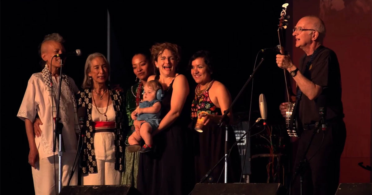 Pete Seeger Tribute: 'If I Had a Hammer' and 'This Land Is Your Land'
