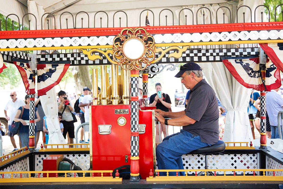 David Tetrault and the Big Show Calliope at the 2017 Folklife Festival. Photo by Daniel Martinez, Ralph Rinzler Folklife Archives