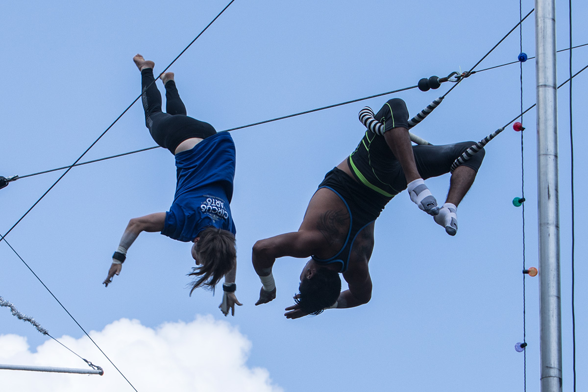 The Small World of Flying Trapeze: Listo Trapèze Volant