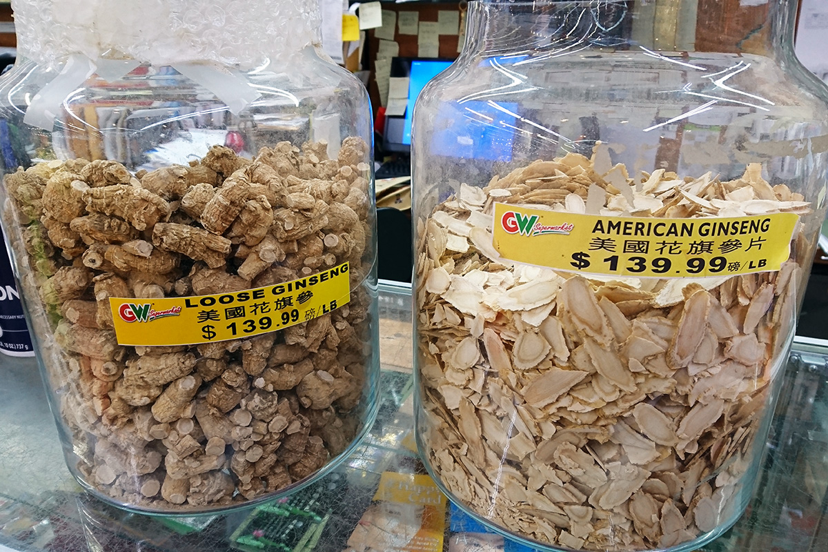 Dried ginseng roots are sold in different shapes in the Asian grocery store. Photo by Shirly Hsuan Chang
