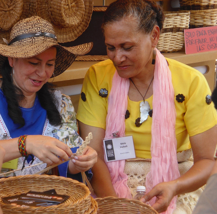 Ofelia Marín Márquez, a basket weaver from Colombia's coffee region, demonstrates a technique to Tongan mat weaver Mele Vaikeli.