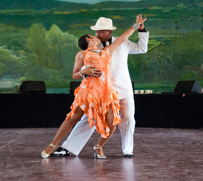 Johanna Palacios Ruiz and Edinson Dario Vanegas Amaya demonstrate tango at the El Rumbiadero Stage.