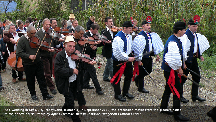 At a wedding in Szék/Sic, Transylvania (Romania) in September 2010, the procession moves from the groom's house to the bride's house. Photo by Ágnes Fülemile, Balassi Institute/Hungarian Cultural Center