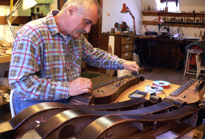 Tibor Gáts customizes traditional Hungarian zithers, combining authentic traditional methods with creative aesthetic workmanship.