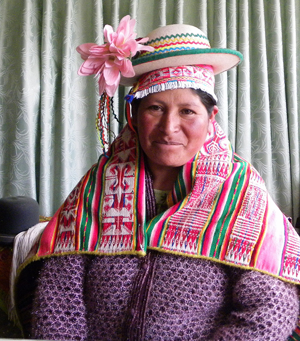 Lola Palluca de Quispe is a Kallawaya textile weaver and traditional medicine practitioner from the Upinguaya community of the Bautista Saavedra Province in Bolivia. She learned her medicinal knowledge and weaving skills from her mother and grandmother, and has been involved in the care of plants and animals since childhood.