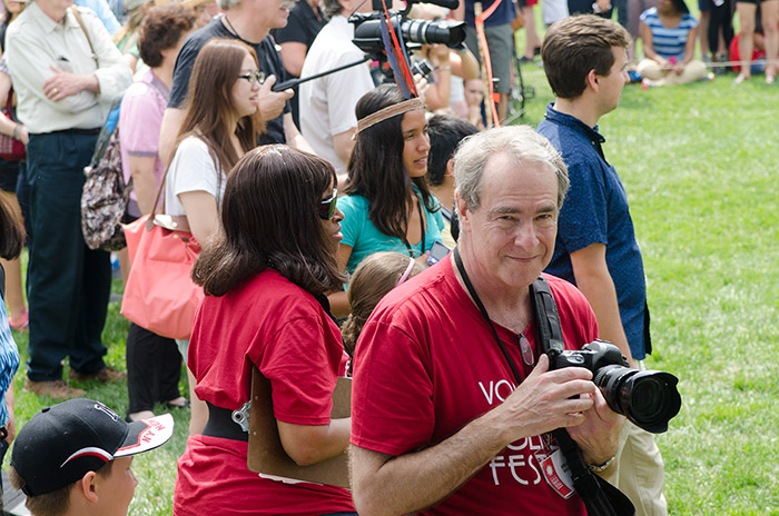 Volunteers who are experienced in photography, videography, and audio recording and can join the Festival documentation teams.