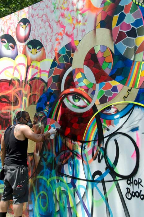 "Artist Chor Boogie works on a piece in the ""Citified"" program. Photo by Willa Friedman, Smithsonian Institution"