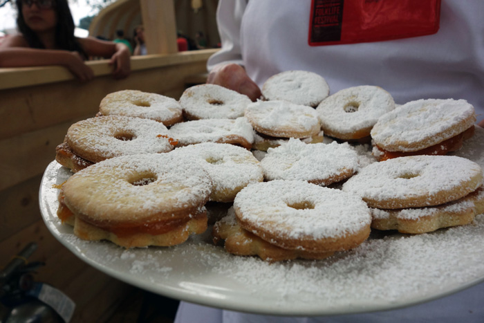Delicious Hungarian vanilla wreaths with apricot jam, dusted with sugar. Photo by Lili A. Kocsis