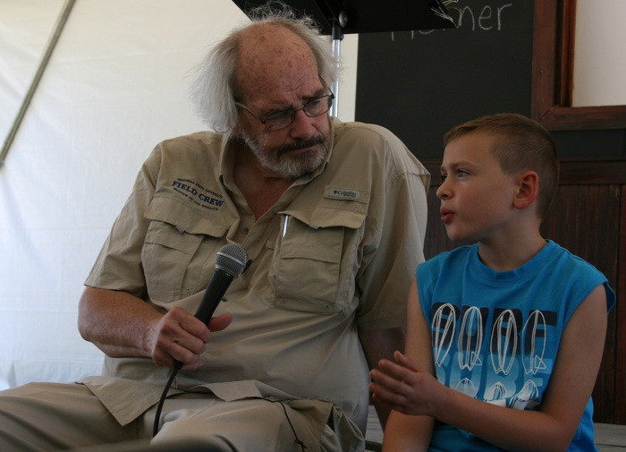 Dr. Jack Horner from Montana State University talks with a Festival visitor about paleontology. Photo by Helen Klaeb