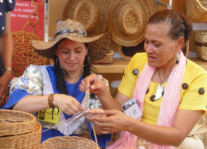 wo basket weavers, Ofelia Marín Márquez from Colombia's coffee region, and Mele Vaikeli from Tonga, exchange techniques at the 2011 Folklife Festival. Photo by Sojin Kim