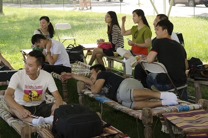 Chinese participants take a rest in the morning.