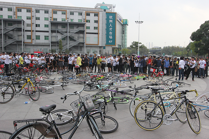 Start of a 2012 Hangzhou Heroes Alleycat ride in Hangzhou, China.