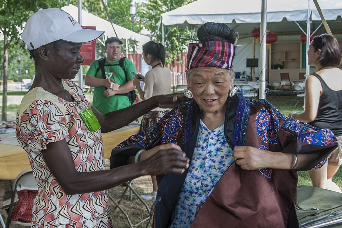 A Luo potter and a Miao embroiderer share a moment.