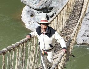 Victoriano Arizapana Huayhua crosses the Apurímac river on the Q'eswachaka bridge. Photo by Jeremy Cornejo Moscoso