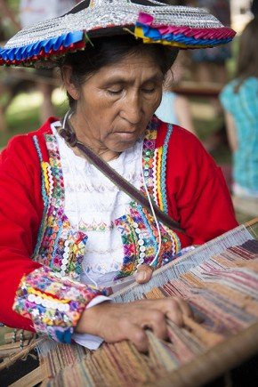 Quitina Huanca Quispe, a member of El Centro de Textiles Tradicionales del Cusco, began weaving a new textile. Photo by Walter Larrimore, Ralph Rinzler Folklife Archives