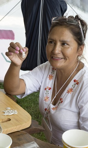 Eda Arroyo Peche completed a pair of silver filigree earrings. Photo by Kadi Levo, Ralph Rinzler Folklife Archives
