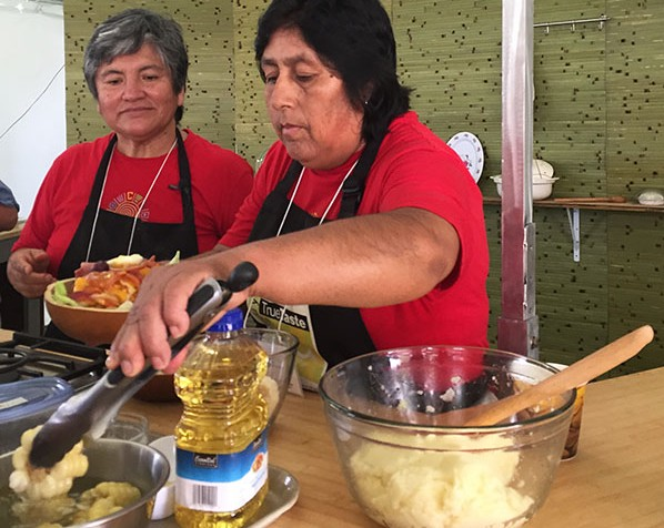 Anatalia Gonzalez Gutierrez and Eloisa Piminchumo Domínguez prepared cuasa en lapa in El Fogón Kitchen. Photo by Erin Kurvers, Ralph Rinzler Folklife Archives