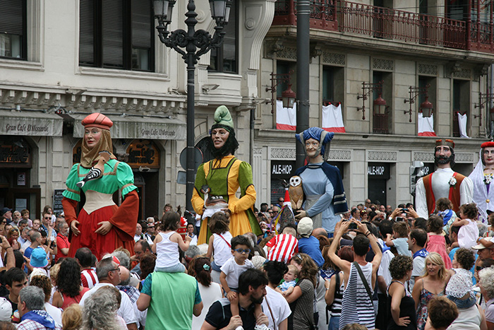 Giants and big heads parade through Bilbao, Bizkaia, during the 2015 Aste Nagusia festival. Photo by Cristina Díaz-Carrera, Ralph Rinzler Folklife Archives