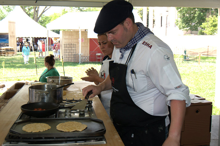 Chef Igor Ozamiz Goiriena cooks talo bread on a hotplate. Photo by Joe Furgal, Ralph Rinzler Folklife Archives